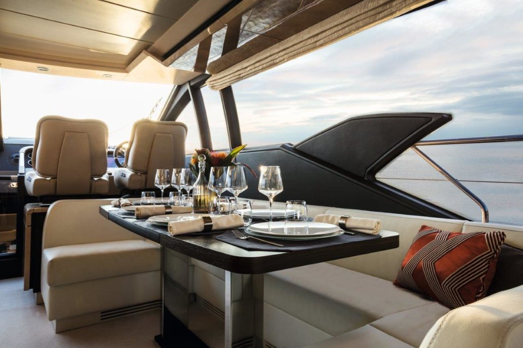 Azimut 66_Dining Area